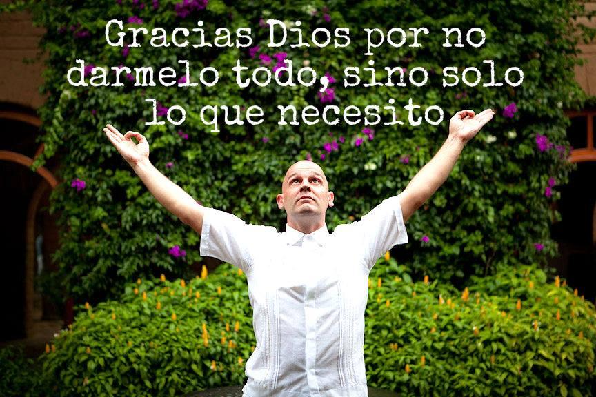 Juan Carlos Vives abriendose